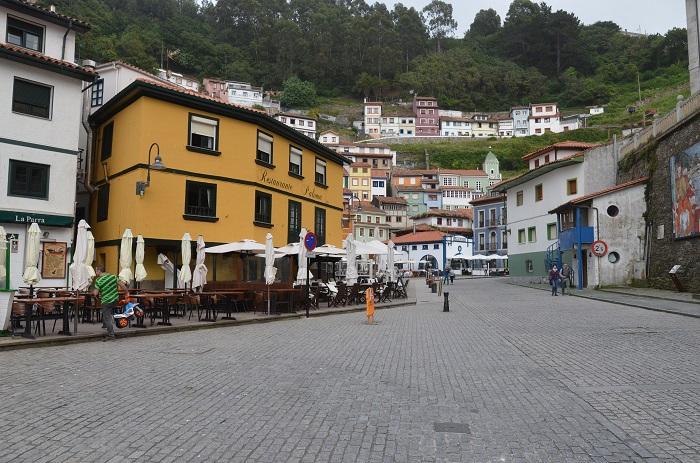 Rue principale de Cudillero - Espagne