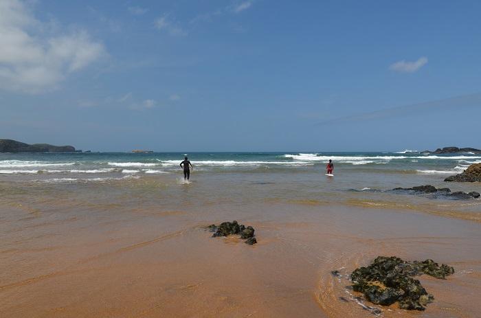 Surf à proximité de Gijon en Espagne